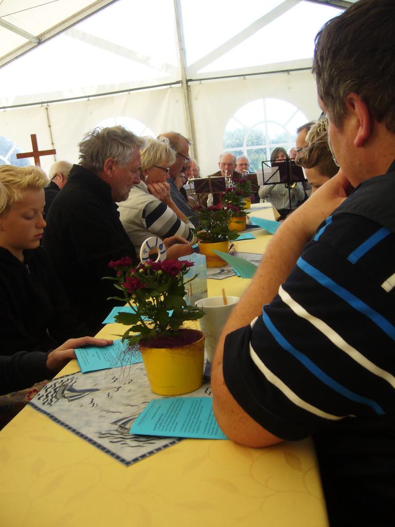 Pastorin Antje Sievers aus Lunsen wurde bei ihrem Gottesdienst von den Bläsern aus umliegenden Gemeinden unterstützt