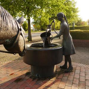 Skulptur vor dem Rathaus in Langwedel (Foto: Müller)